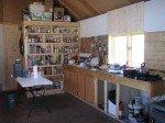La cuisine, pas encore finie, mais qui avance! Nous aurons bientôt une table en bois, fait maison!