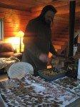 Les lasagnes du chef aux épinards, oignons verts du jardin et champignons. En train de sécher sur le comptoir, la récolte de bolets de Rod.