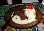 Fondant au chocolat (recette de Cécile du Manguier) et glace à la banane maison. Plus la première fraise mûre du jardin!!