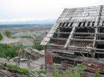 L'un des bâtiments en ruine qui s'affaisse peu à peu.