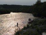 Klutina River en fin d'après midi (près de Copper Center). Pêcheurs de saumon actifs tout le jour.