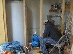 Matt travaille à la plomberie: arrivée/sortie d'eau et circulation.