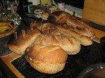 La fournée du chef! Matt s'est mis à faire du pain. Levain naturel et résultat épatant!