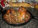 Les deux poulets rôtis farcis du chef Matt. Poulet fermier de Kenny Lake, accompagnés de pommes de terre douce.