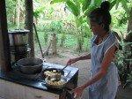 Maria nous prépare des Tacones, bananes plantains frites... hum!