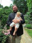 Père et fils bien habillés pour l'occasion. Une fois n'est pas coutume.