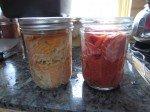 Avant cuisson (à droite), rose vif et après (à gauche).