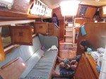 Rangement du bateau de tous cotes pendant que Matt change le bambin.