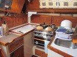 Coin cuisine à bord et notre pain maison au levain (apporté d'Alaska!)  sortant du four.