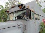 L'un des jeux préféré de Tim, conduire le school bus! Il y monte et descend tout seul.