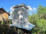 Nos abeilles en pleine ébullition. Matt vient d'ajouter un dernier étage pour notre récolte.