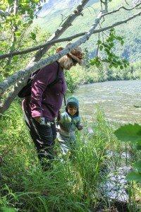 0028 Linda and Tim exploring lake